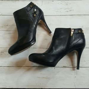 Marc fisher leather heedled ankle bootie sz10